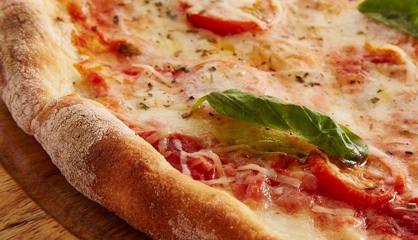 pizza margherita foto hd ricetta classica tradizione ristorazione con ruggi
